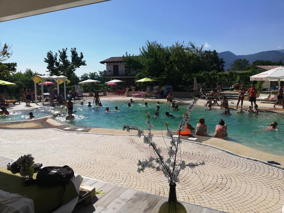 Apertura piscina bio il ruscello country house for Bio piscina
